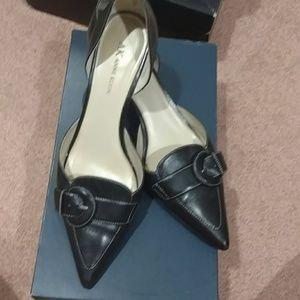AK Anne Klein Black leather  9 1/2